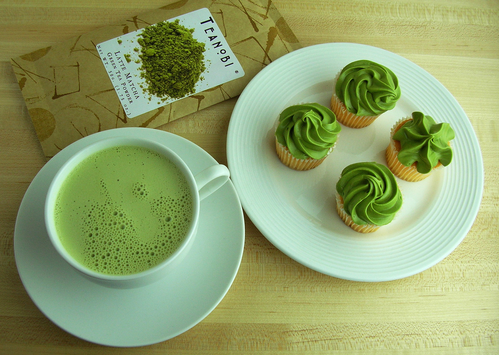 Matcha Latte and Cupcakes with Matcha Frosting