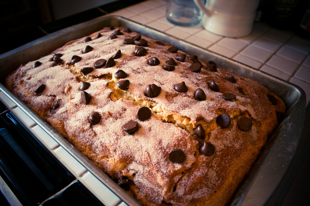 cinnamon-chocolate chip sour cream cake