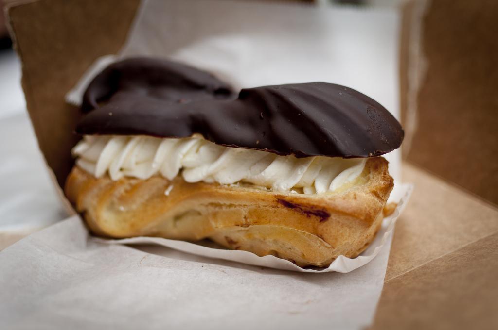 Banana Éclair from Café Selmarie