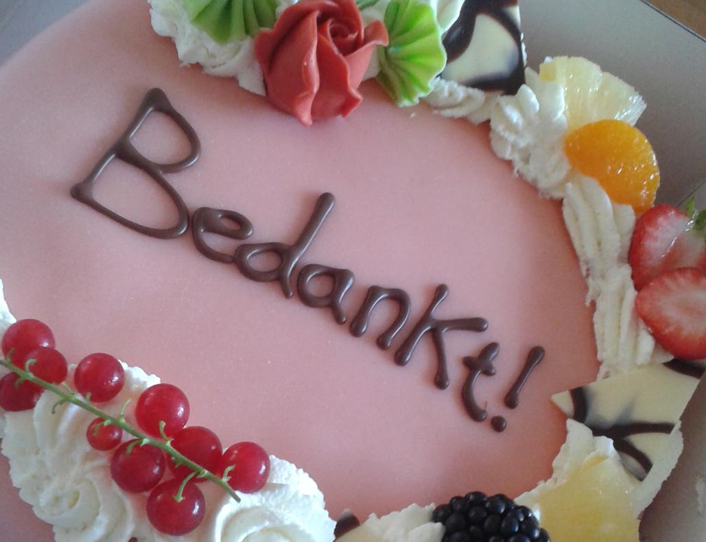 taart met tekst Thuis oefenen met opspuiten en garneren | Bakery Sensation taart met tekst